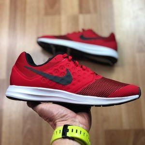 Nike Downshifter 7 (GS) (869969-600) running